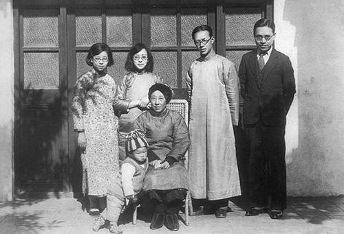 Ảnh gia đình cụ Châu.