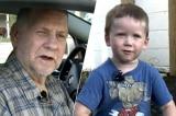 Cụ ông cầu cứu cậu bé 3 tuổi và cái kết đầy cảm động
