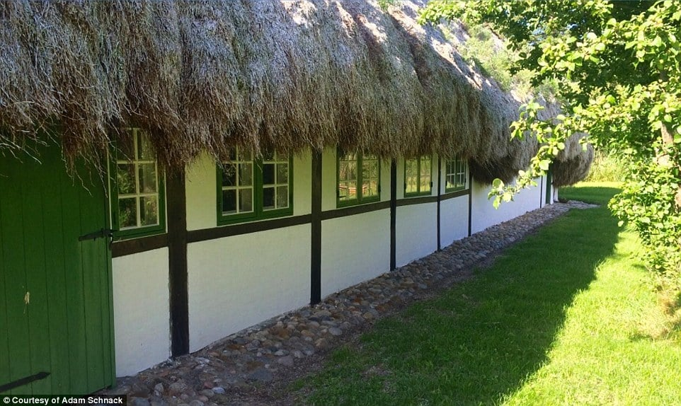 In the late 18th century there were more than 250 buildings thatched with seagrass on Læsø but now there are less than 20 and efforts are being made to preserve these examples