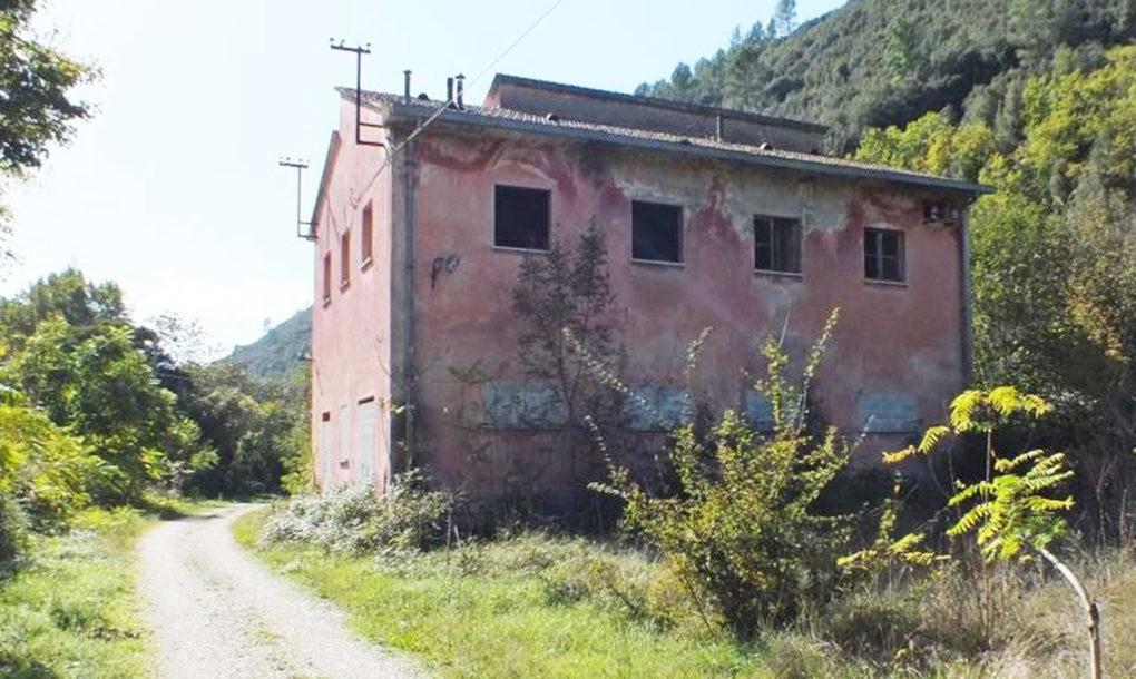Italy-Free-Historic-Site-CAMMINO-DI-SAN-BENEDETTO-UMBRIA-NORCIA-PG-CASELLO-FERROVIARIO--1020x610