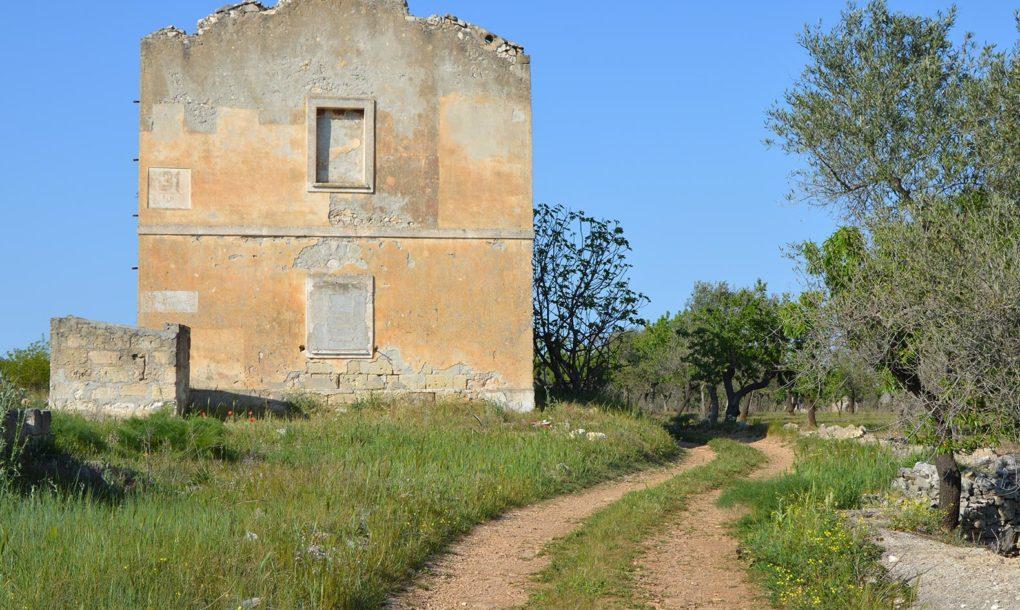 Italy-Free-Historic-Site-Puglia_Bari_Grumo-Appula_Casello-Ferroviario_Ciclovia-Acqua-1020x610