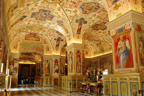 Kết quả hình ảnh cho bảo tàng Vatican ở Ý