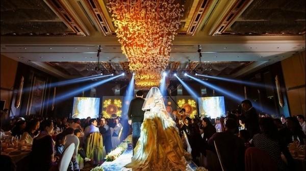 Đại gia tặng iPhone 5s cho quan khách đến dự đám cưới 11