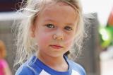 Bé gái 6 tuổi có quyết định bất ngờ làm thay đổi cuộc đời một cậu bé