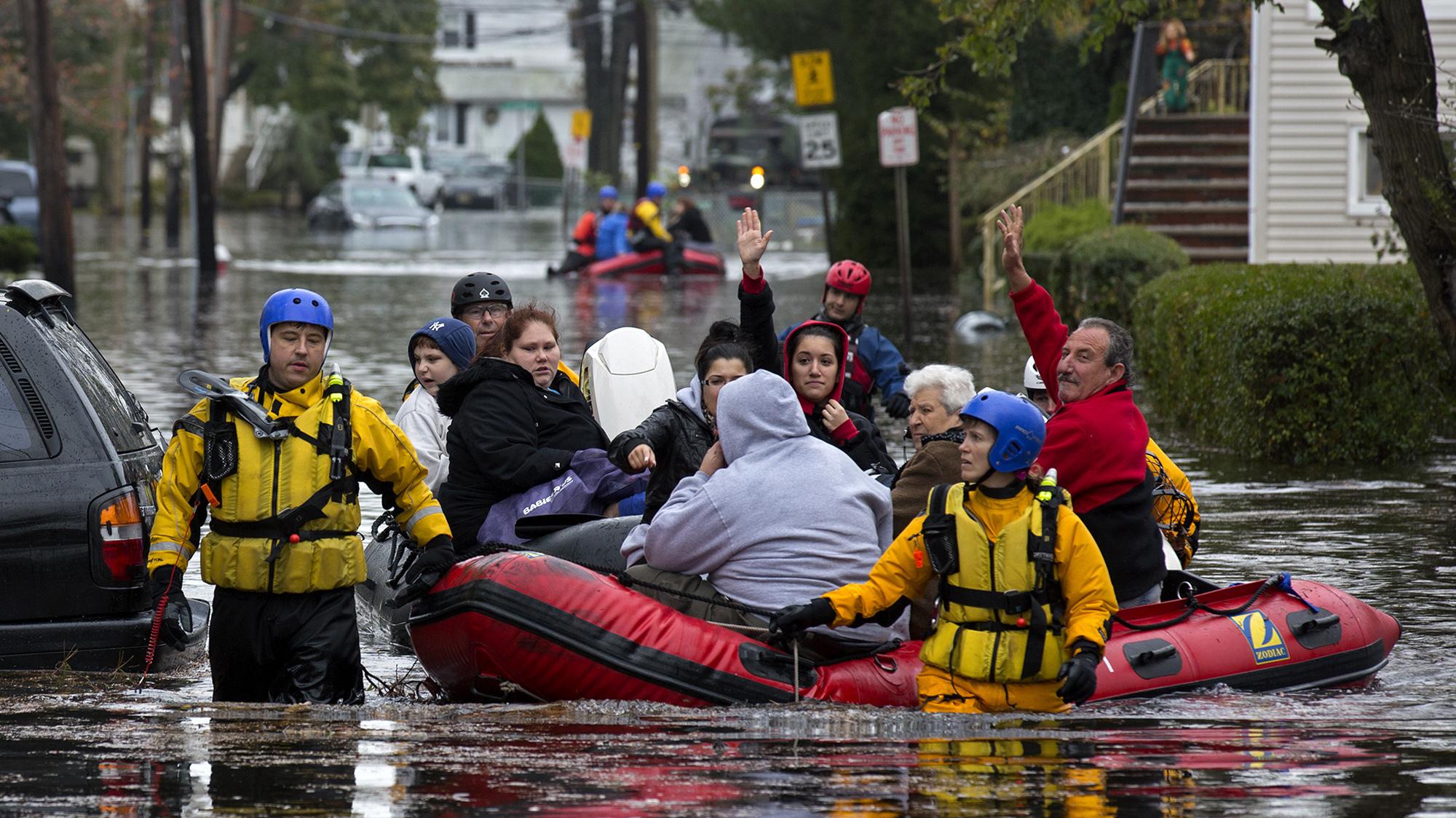 Kết quả hình ảnh cho emergency workers công việc nguy hiểm