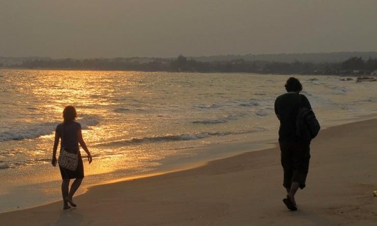 Kết quả hình ảnh cho đi dạo trên bờ biển
