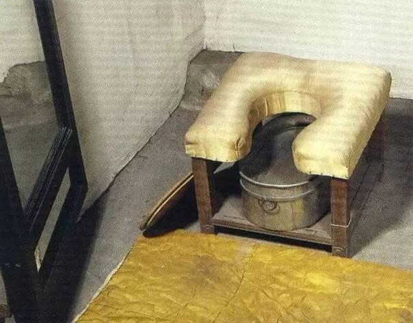 Vì sao Tử Cấm Thành có hàng ngàn phòng nhưng không có nhà vệ sinh