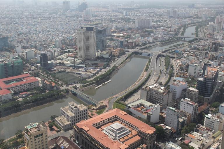 96% người Việt Nam tự nhận mình thuộc tầng lớp trung lưu bất chấp thu nhập thực tế, trong cuộc khảo sát do HILL ASEAN thực hiện. Tỷ lệ này đều lớn hơn tỷ lệ tại các thành phố lớn khác trong khu vực ĐNÁ. (Ảnh: namwrites.com)