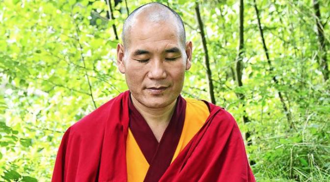 Nhà sư Phật giáo Tây tạng Phakyab Rinpoche