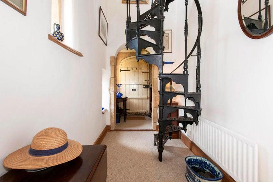 uk-smallest-castle-for-sale-mollys-lodge-10