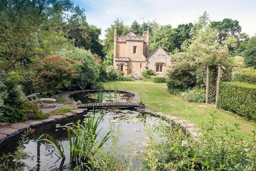 uk-smallest-castle-for-sale-mollys-lodge-8