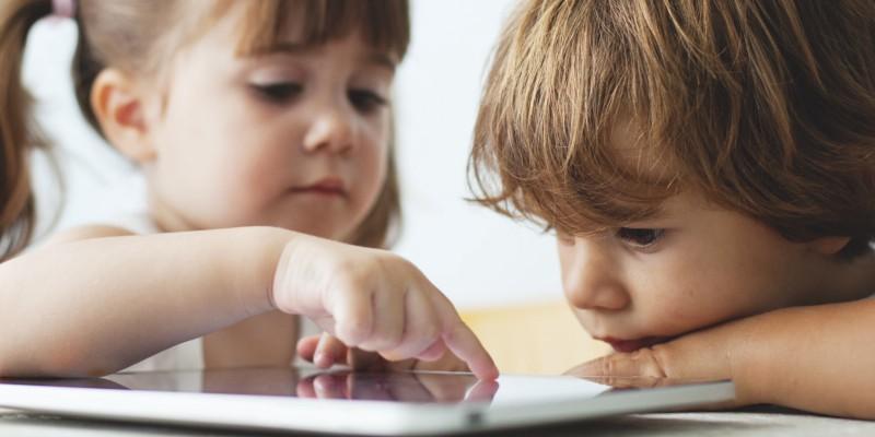 Kết quả hình ảnh cho children using smartphones