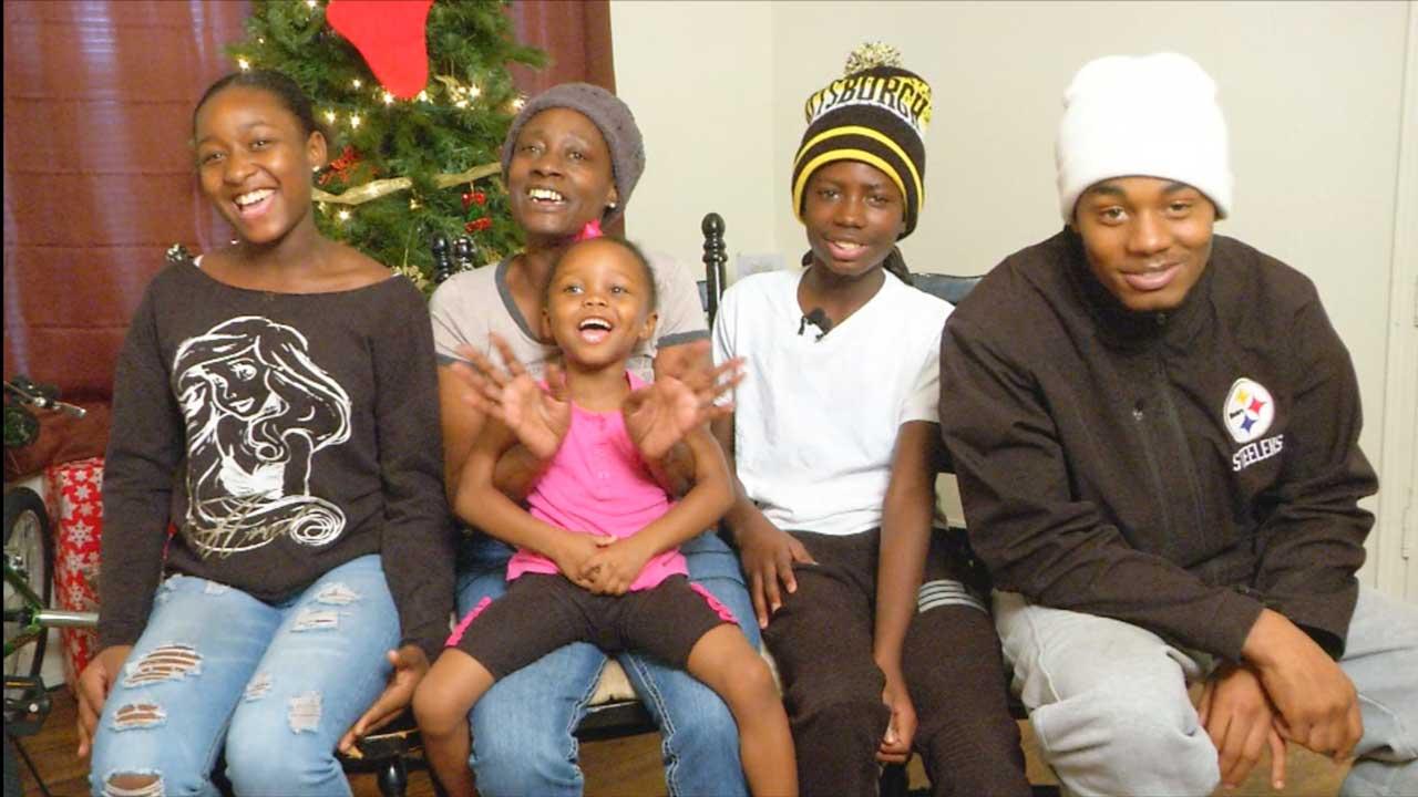 Sophia Reed, Roland Russell,Cảnh sát Mỹ hành động bất ngờ khi cậu bé 13 tuổi nhặt vỏ lon để mua quà Giáng sinh cho mẹ