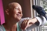 Chú chim được cứu sống mỗi ngày đều bay đến cổ vũ ân nhân chiến đấu ung thư