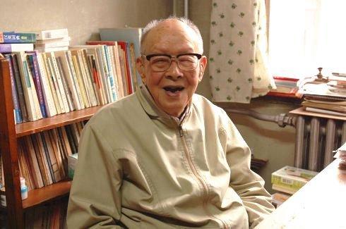 Dù đã 111 tuổi nhưng cụ Châu vẫn kiên trì viết lách, không hề bị lẫn, mắt không hề mờ, ăn được uống được, sức khỏe cực kỳ tốt.