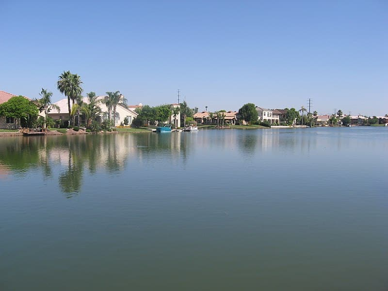 File:Picture of lake front in Val Vista Lakes in Gilbert, Arizona, USA.jpg