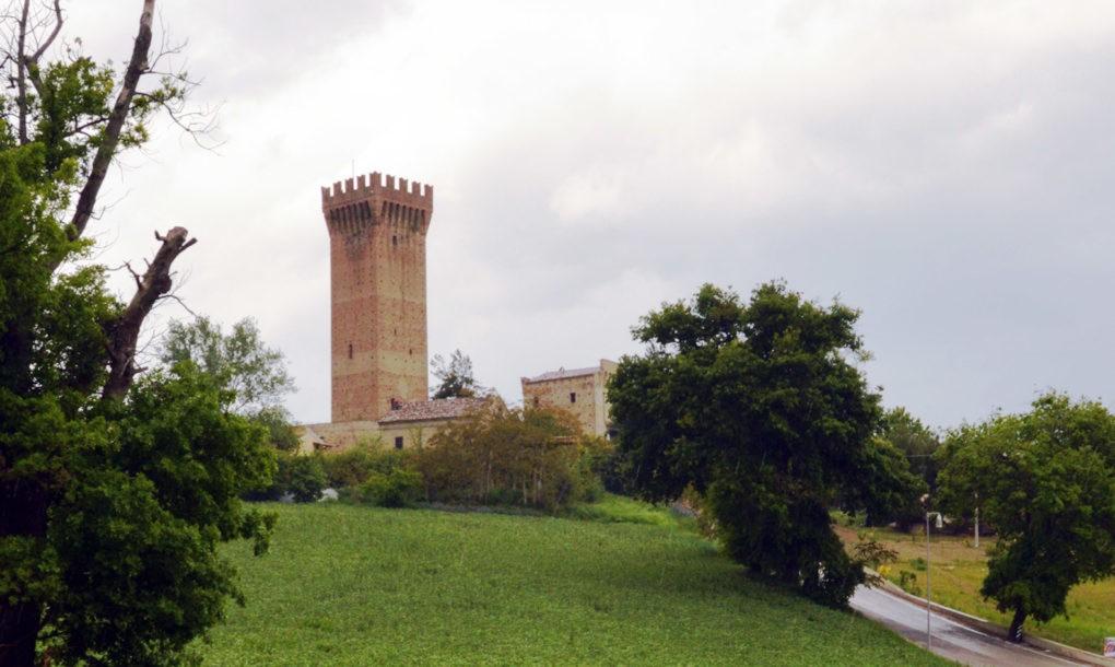 Italy-Free-Historic-Site-Marche_Recanati_Castello-di-Montefiore-Tracciati-Localjpg-1020x610