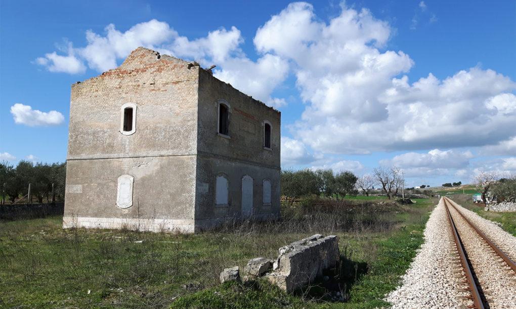 Italy-Free-Historic-Site-Puglia_Bari_Altamura_Casello-Ferroviario_via-Appia-1020x610