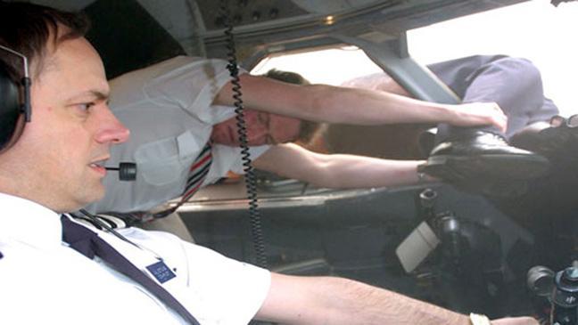 Tai nạn máy bay lịch sử: Cơ trưởng bị treo bên ngoài cửa sổ ở độ cao 5.300m, Tim Lancaster