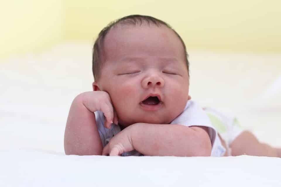 Ngủ muộn gây hại gì cho trẻ? 3 bước giúp trẻ đi ngủ sớm