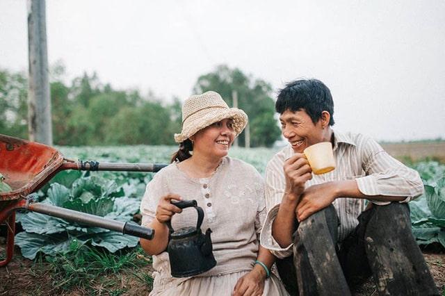 Những hình ảnh dung dị, gần gũi của đôi vợ chồng nông dân Sóc Trăng thổn thức trái tim bao người.