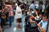 Giáo sư MIT: Smartphone đang hủy hoại nghệ thuật trò chuyện giữa người với người