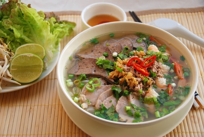 hủ tiếu xương, 3 món ăn ấm lòng khi thời tiết trở lạnh ở Sài Gòn