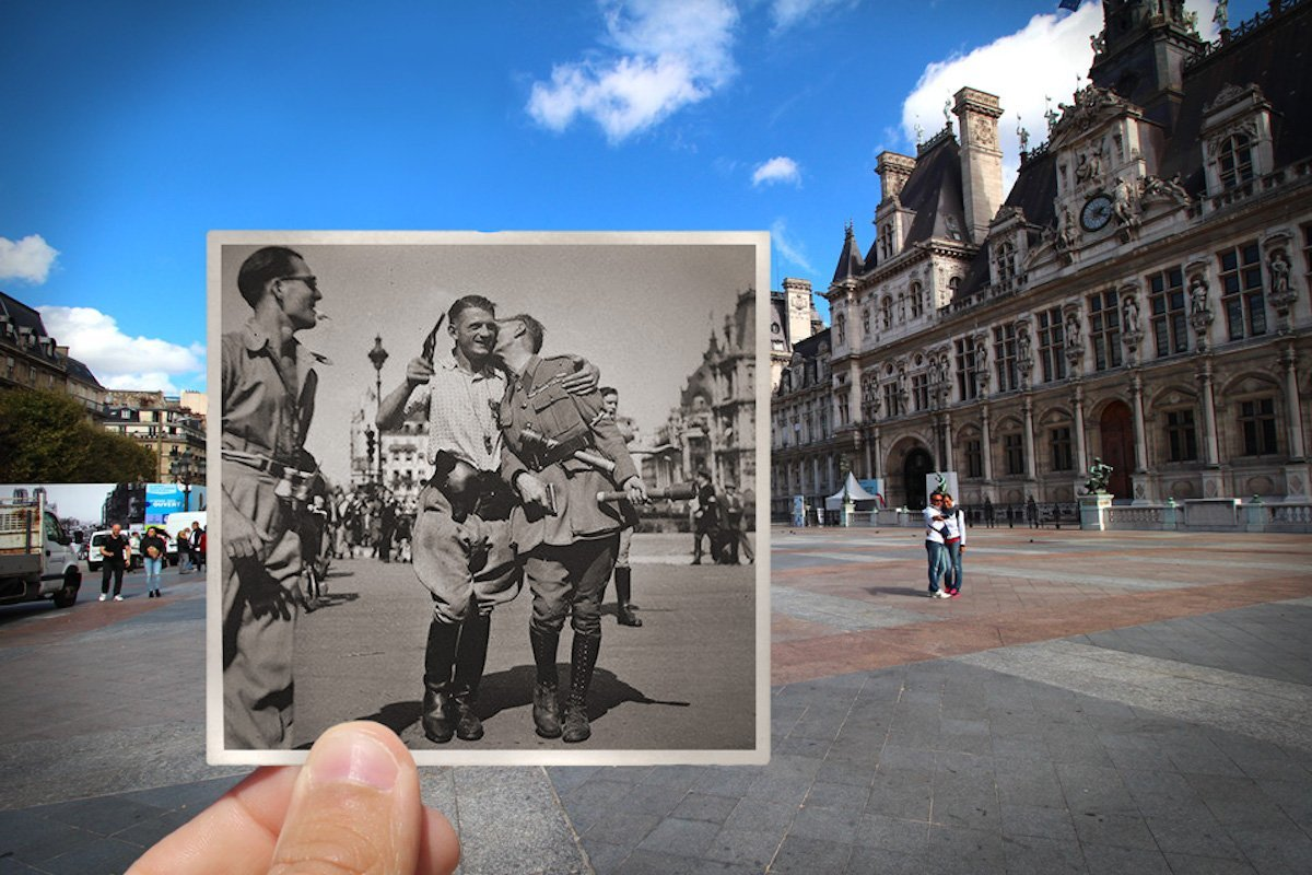 Friends meeting during the Liberation of Paris — Place de l'Hôtel de Ville, August 1944