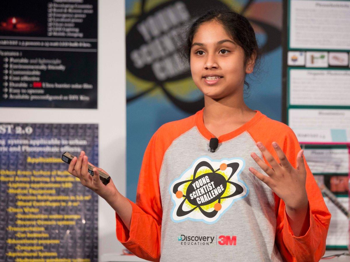 Cô bé Maanasa Mendu 13 tuổi. (Ảnh: AndyKing/DiscoveryEducation)