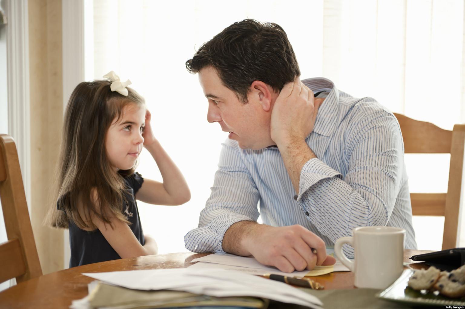giáo dục con cái, dạy con hiếu thảo  - nguoi cha va vai tro trong viec giao duc con 2 - 4 dấu hiệu cho thấy trẻ lớn lên sẽ không biết hiếu thảo, cần sửa ngay từ bây giờ