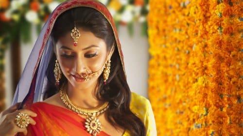 Vì sao nhiều phụ nữ Ấn Độ lại đeo nhẫn trên mũi?