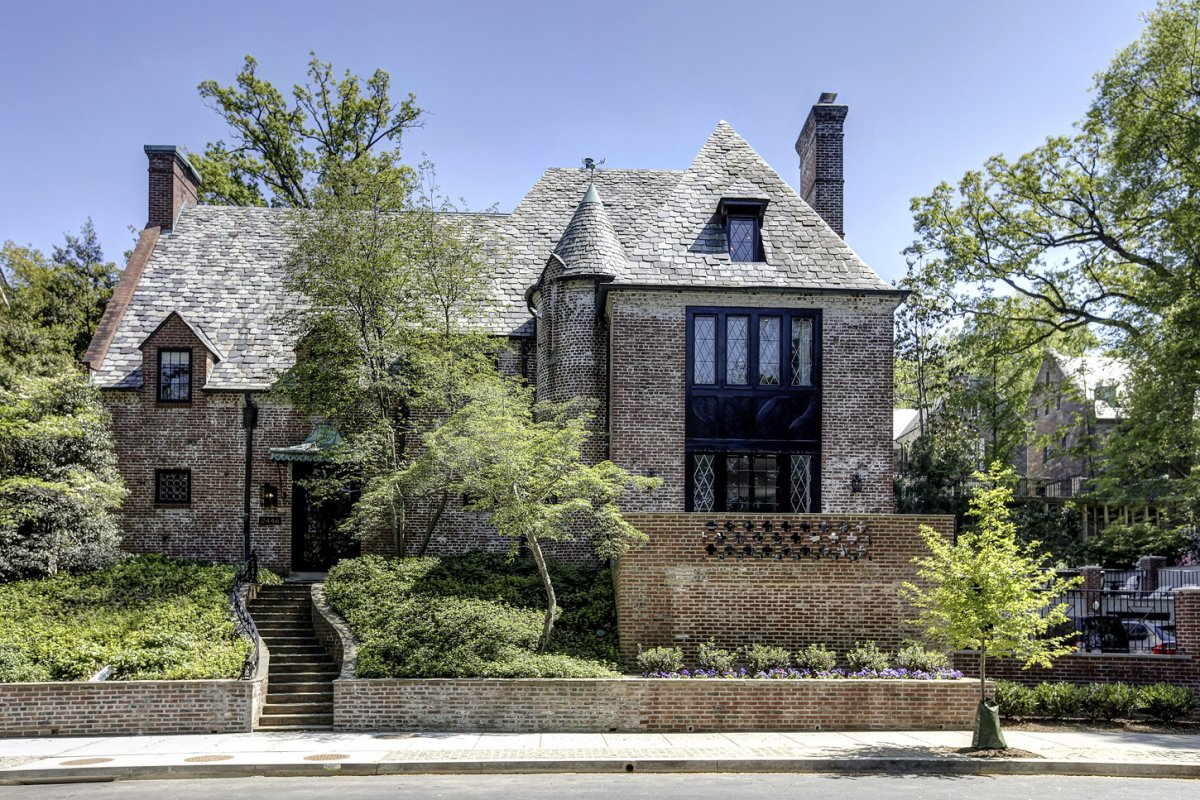 The Obama are trading white for brick at their newly leased mansion in the Kalorama section of DC.