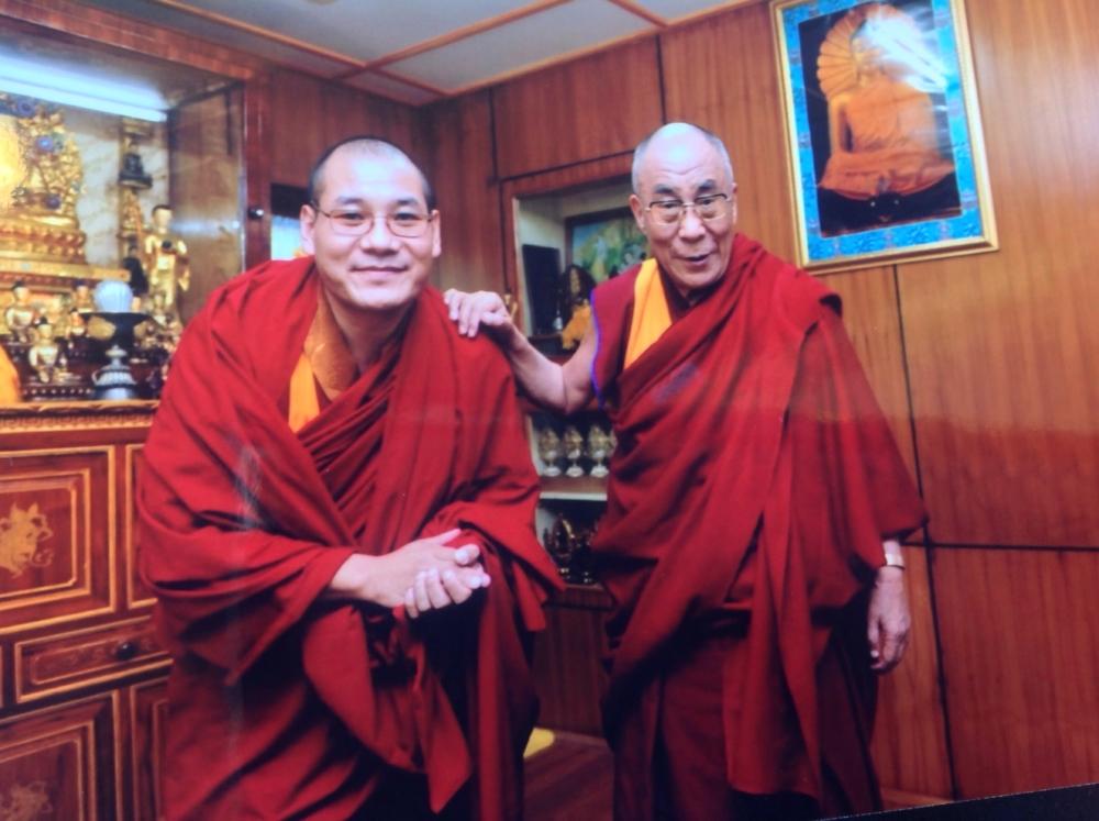 Thien-su-Rinpoche-va-Da-La-Lat-ma (Ảnh: qua SpiritScience)