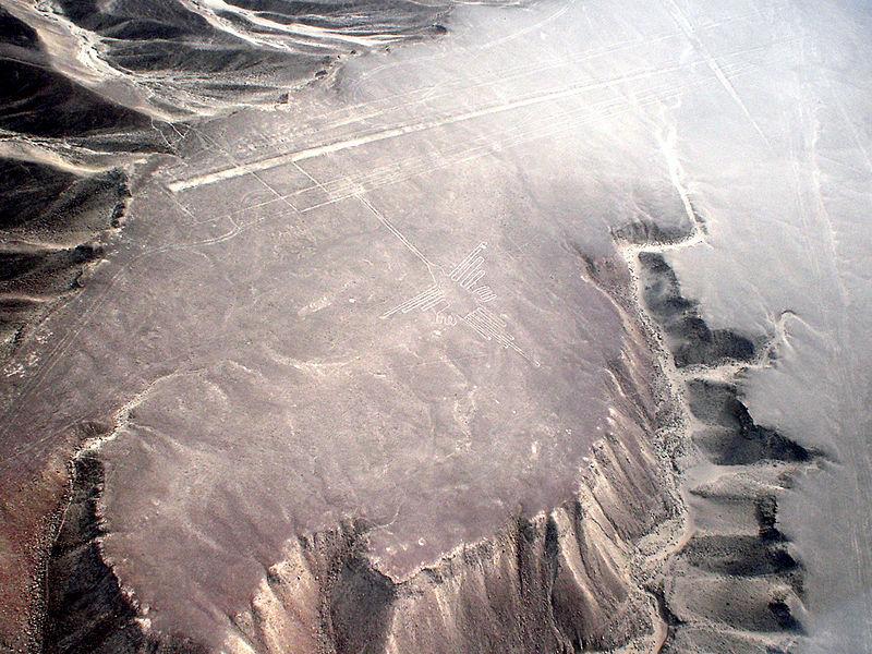 Hình vẽ con chim ruồi trên cao nguyên Nazca. (Ảnh: Wikipedia)