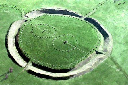 Vòng tròn đá Avebury nhìn từ trên cao, sau khi đã loại bỏ nhà cửa, cây cối... (Ảnh: Internet)
