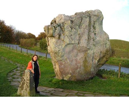 Một trong những khối đá sa thạch hình thoi tại Avebury
