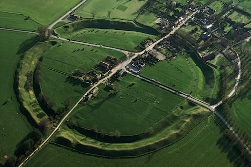 Toàn cảnh di chỉ vòng tròn đá Avebury. (Ảnh: Getty Images)