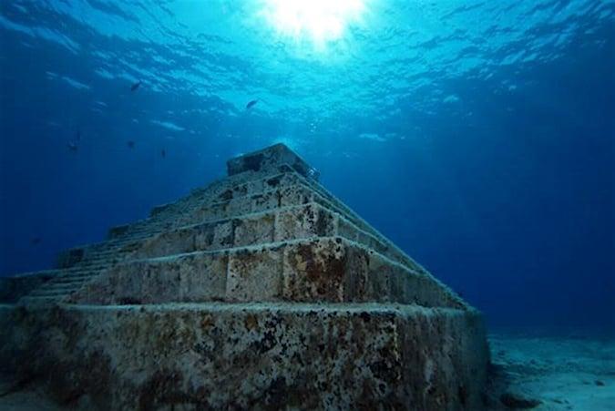 Kim tự tháp Yonaguni. (Ảnh: Amazing ancient)