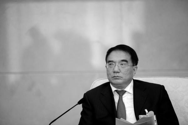 Ngày 10 tháng 8, cựu Bí thư tỉnh Liêu Ninh là Vương Mân bị cách chức và lập án điều tra. Hình là Vương Mân tại Lưỡng hội Trung Quốc năm 2013.