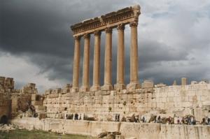 Những cây cột còn sót lại của Đền Jupiter (ảnh: fouad awada/Wiki)