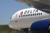 Delta Airlines buộc các nhân viên mới phải tiêm vắc-xin COVID-19