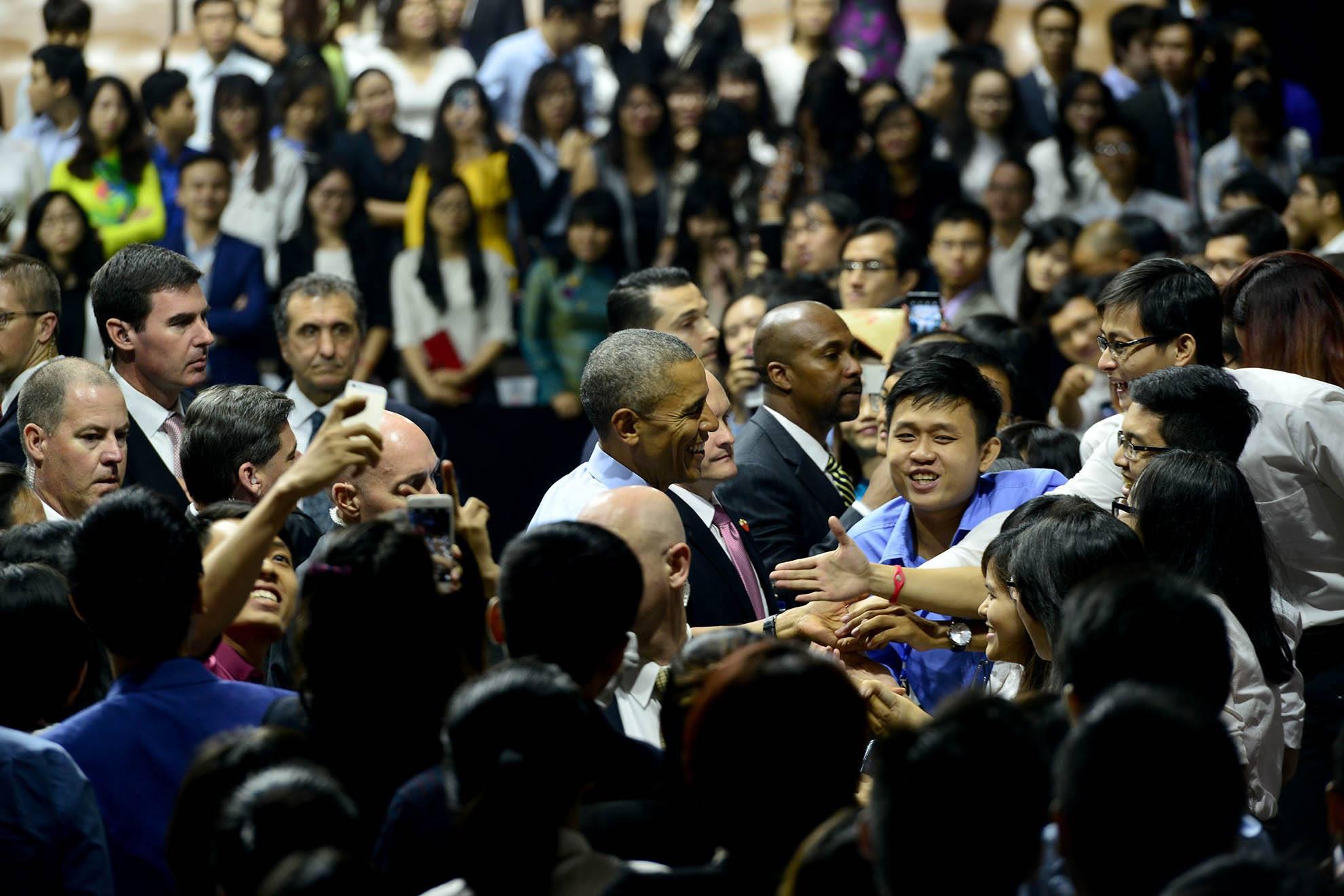 Người dân Sài Gòn nồng nhiệt chào đón Tổng thống Obama. (Ảnh: baomoi.com)