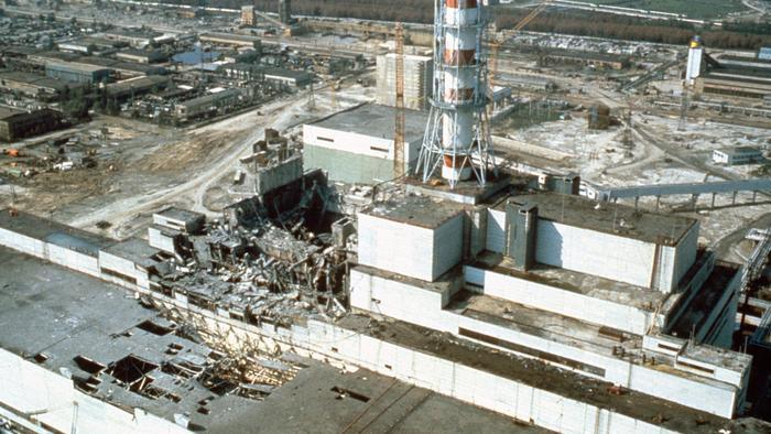 Nhà máy điện hạt nhân Chernobyl, ảnh chụp vài tuần sau thảm họa. (ảnh: Laski Diffusion/Getty Images)
