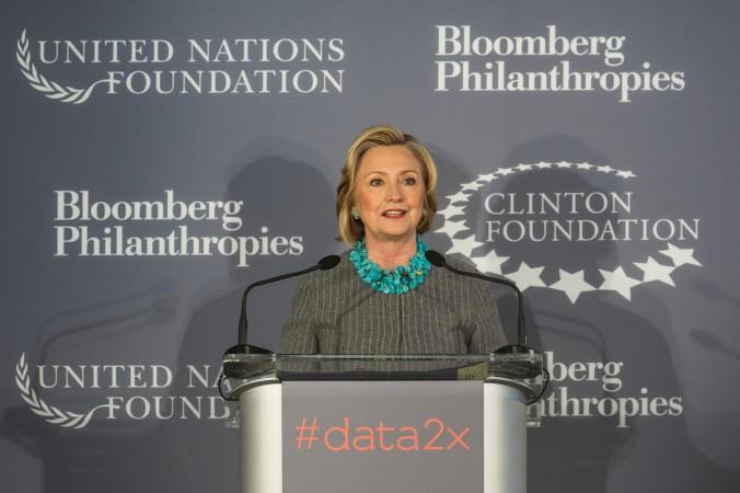 Bà Hillary Clinton phát biểu tại một cuộc họp báo công bố kế hoạch hợp tác mới giữa Quỹ Clinton, Liên Hiệp Quốc và Quỹ từ thiện Bloomberg Philanthropies ở thành phố New York vào ngày 15/12/2014. (Ảnh: Andrew Burton/Getty Images)