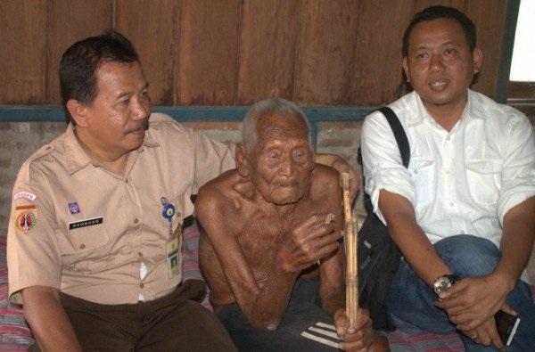 (Ảnh qua Miraj News) cụ ông sống lâu nhất thế giới