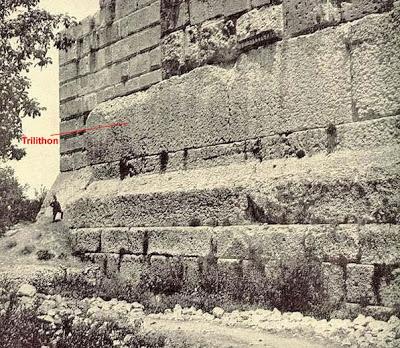 Vị trí tảng cự thạch trên bức tường của Đền Jupiter