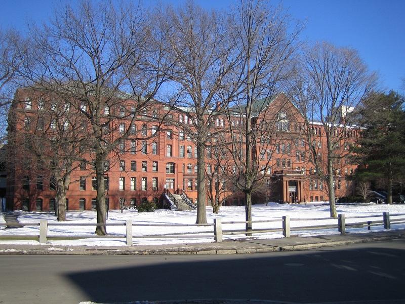 Đại học Harvard đứng đầu danh sách các trường tốt nhất thế giới 14 năm liên tiếp (Ảnh: Wikipedia)