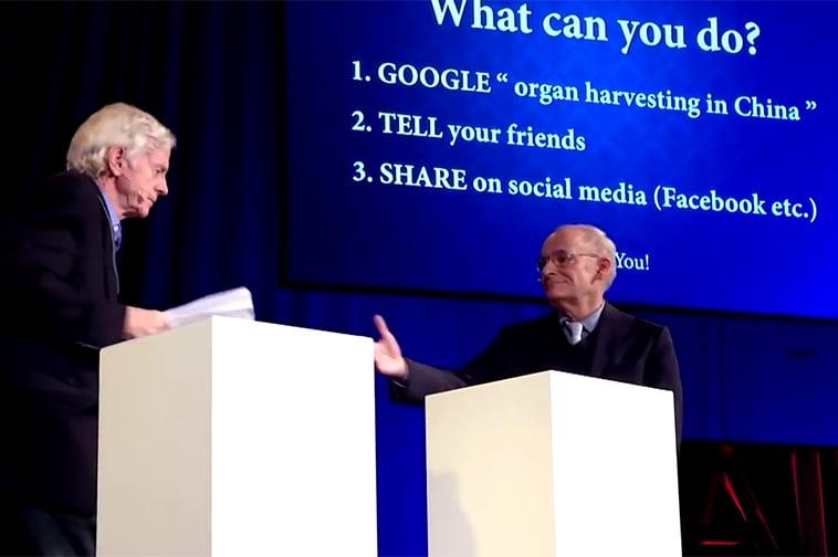 Hai luật sư nhân quyền Canada là David Kilgour và David Matas trên diễn đàn TEDx thuyết trình về mổ cướp nội tạng. (Ảnh chụp màn hình)