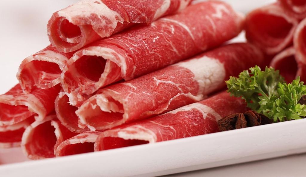 Nên hạn chế ăn thịt chế biến sẵn để phòng tránh ung thư (Ảnh: Internet)