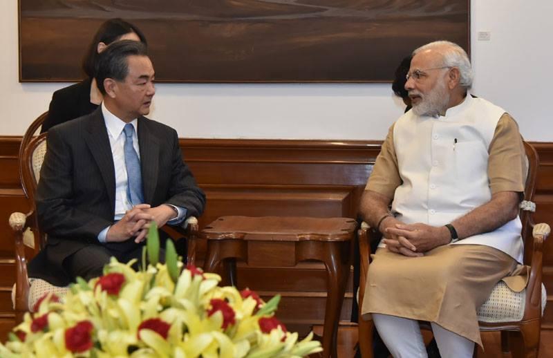 Ngoại trưởng Trung Quốc Vương Nghị và Thủ tướng Ấn Độ Narendra Modi